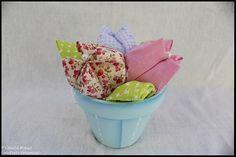 """Taleigo para roupa suja do bebé e vasinho """"Tiny little flowers"""""""