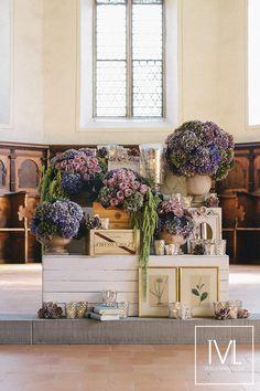 autumn love – wine box, vintage, hydrangeas, ceremony flowers and decor by TML   TABEA MARIA-LISA FLORISTIK UND DEKORATION   http://tabeamarialisa.ch/autumn-love/