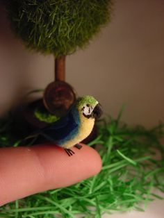Miniature Terrific Blue//Yellow Green Macaw DOLLHOUSE 1:12 Scale Wings Spread