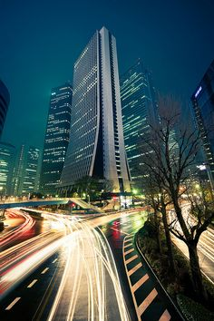 Shinjuku skyscraper light trails : Shinjuku, Tokyo, Japan / Japón by Lost in Japan, by Miguel Michán, via Flickr