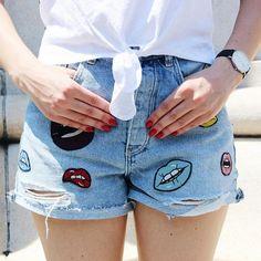 Aujourd'hui notre coup de coeur #lookdujour vient de @naturallystephanie avec ses shorts en jean si originales!  Tu veux toi aussi te retrouver en vedette sur l'accueil du site? Utilise le tag @lookdujour_ca avec le #lookdujour  #lookdujour #ldj #ootd #shorts #jean #momjeans #patch #cute #modemtl #style #pretty #outfitideas #cestbeau #inspiration #onaime #regram  @naturallystephanie