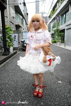 Magazine on Japanese street fashion, runway fashion and street culture. Japanese Streets, Japanese Street Fashion, Gyaru, Harajuku Fashion, Clothing Patterns, Cute Outfits, Flower Girl Dresses, Street Culture, Street Style