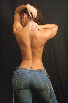 Female Form #StrongIsBeautiful #Motivation #WomenLift2 #WorkYourBackSide Jaime Koeppe