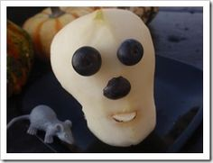 Pear Skull and other healthy snack ideas for Halloween at Super Healthy Kids