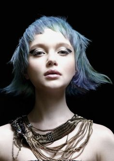 almost alien like in my mind Creative Hairstyles, Cool Hairstyles, Scene Hairstyles, The Wicked The Divine, Creative Hair Color, Avant Garde Hair, Foto Fashion, Corte Y Color, Blue Hair