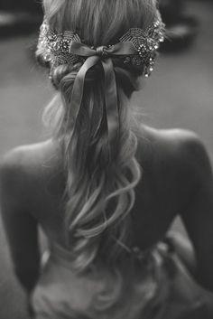 Pode parecer estranho, mas o rabo de cavalo é um coringa, cabendo até no look de uma noiva! Alto, baixo, lateral, bagunçado, lisinho, cacheado… Vai adotar o famoso ponytail no seu casamento? …