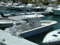 SeaVee 34 with manual retractable boat canvas for cockpit shade