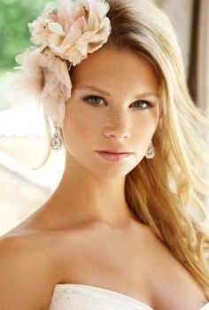 bridal hairstyle loose hair and flower