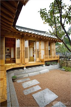 the perfect house Japanese Style House, Traditional Japanese House, Japanese Interior Design, Glass House Design, Tiny House Design, Japanese Architecture, Architecture Design, Asian House, Asian Home Decor