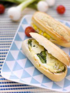 Petits pains farcis aux oeufs fromage cebettes et tomates cerise