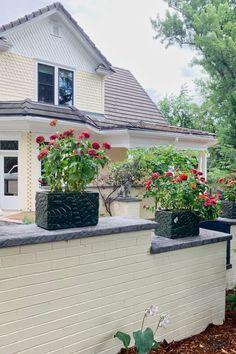 17 Gorgeous Front Door Paint Colors from Paris Paint Tips Paint Color Combos, Paint Color Palettes, White Paint Colors, Best Paint Colors, Front Door Paint Colors, Painted Front Doors, Best Exterior Paint, Exterior Paint Colors, Brick Homes