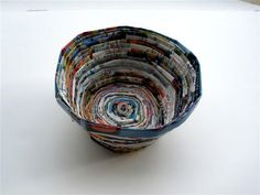 Recycled Magazine Bowl by Recycled Paper Crafts, Recycled Magazines, Sand Crafts, Newspaper Crafts, Recycled Crafts, Crafts To Do, Diy Crafts, Book Crafts, Recycled Materials