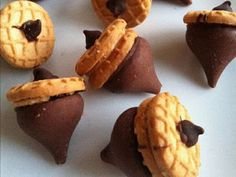 ~Chocolate Nutter Butter Acorns~ Cute for Fall/Thanksgiving.-- oh yummy! i love nutter butter. these could be dangerous! Nutter Butter, Chocolate Peanut Butter, Melted Chocolate, Chocolate Kisses, Chocolate Frosting, Chocolate Morsels, Hershey Chocolate, Chocolate Lovers, Chocolate Desserts