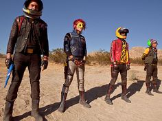 hahaha! loser in the back the only one not in the Danger Days thing XD