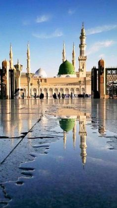 Masjid al Nabawi after rain😍😍😍 Islamic Images, Islamic Pictures, Islamic Art, Mecca Madinah, Mecca Kaaba, Mecca Islam, Al Masjid An Nabawi, Masjid Al Haram, Beautiful Mosques