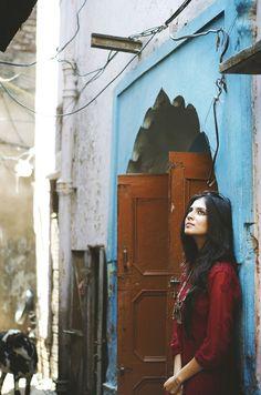 32 Ideas Photography Girl Sad Window For 2019 Portrait Photography Poses, Photography Poses Women, Indian Photography, Creative Photography, Photography Ideas, Best Photo Poses, Girl Photo Poses, Picture Poses, Picture Ideas