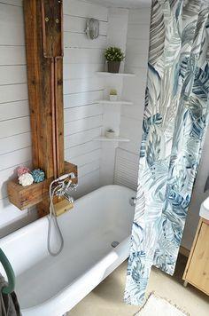 Erdei Kisház projekt teljesítve | juditu Wooden House, Bathtub, Bathroom, Outdoor, Home, Standing Bath, Washroom, Outdoors, Bathtubs
