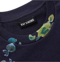 Raf Simons rib detail via voguearistocracy Textiles, Big Men Fashion, Womens Fashion, Fashion Details, Fashion Design, Facon, Sport Wear, Fashion Branding, Casual