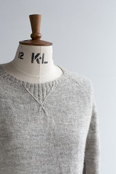A refined take on the classic top down raglan with sweatshirt style details work. Knitting Designs, Knitting Patterns, Knitting Ideas, Knit Picks, Top Pattern, Diy Fashion, Couture, Knitwear, Knit Stitches