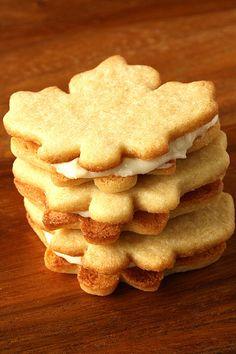 Fall / Thanksgiving / Stuffed Maple Sandwich Cookies