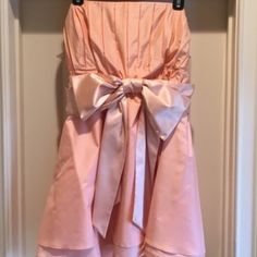 ALICE & OLIVIA COCKTAIL/PROM DRESS. 8 Gorgeous peach silk Alice & Olivia dress with wide satin sash. Strapless with rubber around top to hold in place. So beautiful and in excellent condition. Worn once. Size 8 Alice + Olivia Dresses Prom