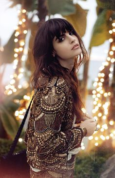 #detail #beadwork #beaded #fashion #brunette #fashionista #romatic #outfit #love #brown #gold #silver #yellow #lights #nature  #loveit #streetstyle