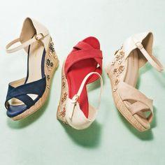 夏が待ち遠しくなる、花飾りウェッジサンダル / floral print wedge sandals on ShopStyle