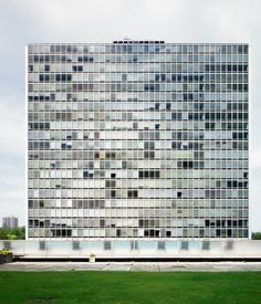 Mies van der Rohe The apartment towers at Lafayette Park in Detroit, MI, United States. Photo by Raimund Koch.