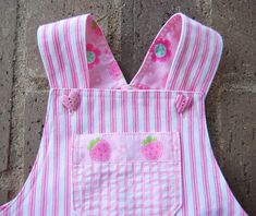 ikat bag: Overalls - Adaptation for Girls Free pattern Sewing Kids Clothes, Baby Clothes Patterns, Girl Dress Patterns, Kids Patterns, Clothing Patterns, Bag Patterns, Baby Diy Projects, Sewing Projects For Kids, Sewing For Kids