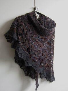 Morrígan Pattern   Beautiful version knitted by Maanel on rav.