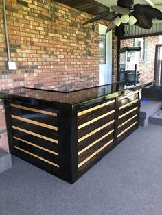 Pallet Bar Related posts: Pallet bar furniture for barbecue area outdoor kitchen bar made with recycled wo… Amazing Herringbone Pallet Party Bar ideas for backyard bar shed decks 80 Incredible DIY Outdoor Bar Ideas Wood Pallet Bar, Palet Bar, Wooden Pallets, 1001 Pallets, Wood Wood, Bar Made From Pallets, Pallet Couch, Wood Stain, Wooden Diy
