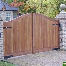 Are you considering Electric Gates? Find out more about the benefits of electric gates and the styles and types available to you. Wooden Electric Gates, Electric Driveway Gates, Driveway Entrance, Entrance Gates, Main Entrance, Wooden Garden Gate, Wooden Gates, Wooden Driveway Gates, House Gate Design