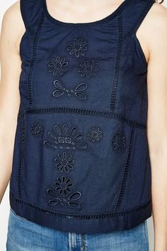 SWILLBROOK ROUND NECK EMBROIDERED VESTSWILLBROOK ROUND NECK EMBROIDERED VEST