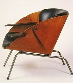 Vintage lounge attributed to Willy Van Der Meeren, 1950. Amazed at how many chairs this design makes us think of.