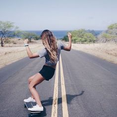 The largest selection of new skateboard styles in supply now. Parkour, Surfing Tips, Surf Decor, Skate Girl, Skater Girl Outfits, Skateboard Girl, Skateboard Photos, Longboarding, Foto Pose