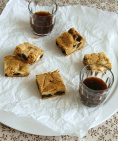 Cookies and cream blondies / Blondies cookies and cream by Patricia Scarpin, via Flickr