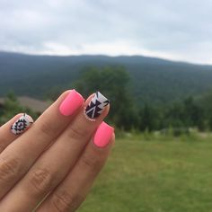 Hey lovelies! The green mountains are absolutely stunning every time I come they are just mesmerizing I'll be staying here for the next week☺️ Here's the mani I'm currently wearing. Inspired by that pic on Pinterest everyone knows Make sure you watermark your work Tutorial later Products used: @chinaglazeofficial 'shocking pink' 'white on white' Black acrylic paint Nail brush