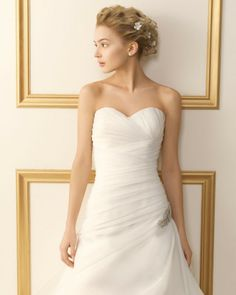 131 TEMPLANZA / Wedding Dresses / 2013 Collection / Luna Novias (close up)