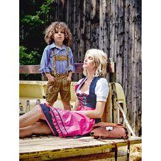 Traditionelles Dirndl-Set, 3-tlg., bestehend aus Kleid, Bluse und Schürze. Dieses romantische Dirndl in Dunkelblau, mit feinen weißen Tupfen, hat eine klassische 60er Rocklänge und folgt damit der Tradition. Mit schönen Details und Paspelier-Enden in Pink sowie zusätzlichen Rüschenkanten am Ausschnitt.  #oktoberfest #wiesn #impressionen #trends #fashion #dirndl #trachten #ozapftis #münchen #theresienwiese #lederhose #krachlederne Dirndl Set, Medieval Dress, Traditional Dresses, German, Fabric, Pants, Vintage, Lederhosen, How To Wear