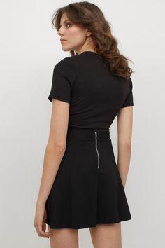 Hm Outfits, Mode Plus, Neue Trends, Lady, Capsule Wardrobe, Skater Skirt, Black Women, Short Sleeve Dresses, Dresses For Work