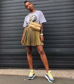 Fashion Tips 2018 7 Chic Ways French Women Wear a Basic T-Shirt.Fashion Tips 2018 7 Chic Ways French Women Wear a Basic T-Shirt French Girl Style, French Girls, Look Fashion, Girl Fashion, Fashion Tips, 2000s Fashion, Fashion Quotes, Fashion Black, French Fashion
