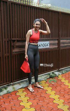 Bollywood Girls, Bollywood Actress Hot, Gym Diary, Actress Feet, Hania Amir, Muslim Fashion, Beautiful Indian Actress, Indian Actresses, Diva