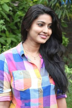 Cute Smile Pictures Of Actress Sneha, Beautiful Heroine Sneha Smiling Very Cute Pictures And Smiling Images Sneha Actress, Old Actress, Bollywood Actress, Beautiful Heroine, Beautiful Actresses, Sneha Saree, Beautiful Women Over 40, Beautiful Ladies, Girls In Panties