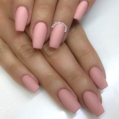 35 Outstanding Short Coffin Nails Design Ideas For All Tastes Copyright Nail Designs Journal Coffin Nails Matte, Coffin Shape Nails, Best Acrylic Nails, Coffin Nails Short, Hair And Nails, My Nails, Uñas Diy, Beige Nails, Black Nails