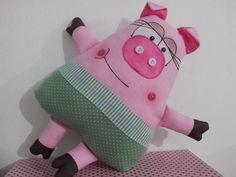 Bicho de pano, confeccionado em algodão com enchimento de fibra siliconada. Fofinho e colorido, as crianças gostam de dormir com ele. Interessante como presente (inclusive para adultos), para a hora da historinha das crianças, como brinquedo, enfeite, decoração em festinhas ou no quarto. Pode ser confeccinado em outras cores também. R$ 50,00 Textiles, Diy Pillows, Cushions, Lovey Blanket, Pull Toy, Fabric Gifts, Sewing Dolls, Toy Craft, Animal Crafts