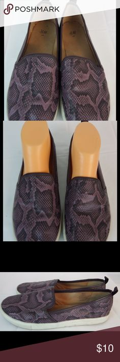 H&M Women Slip On Snake Shoes Purple Black 8.5 H&M Women Slip On Snake Shoes Purple Black 8.5 B. 40 Eur. Good condition loafers. H&M Shoes Flats & Loafers