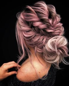 The magnificence of this dramatic textured boho updo is priceless! Pinching and pulling some strands are vital to finish it off with a softer effect. Give it a light purple-pink color for a more defined dimension. Bride Hairstyles, Pretty Hairstyles, Easy Hairstyles, Long Hairstyles With Braids, Rose Hairstyle, Layered Hairstyles, Casual Hairstyles, Celebrity Hairstyles, Wedding Hair And Makeup
