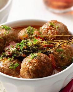 Gehaktballen in tomatensaus Dutch Recipes, Meat Recipes, Wine Recipes, Healthy Recipes, San Marzano Tomaten, Tapas, Boat Food, Belgian Food, Food Porn