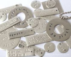 Want To Learn How To Metal Stamp? This Post Is For You - craft projets - Jewelry Hand Stamped Metal, Hand Stamped Jewelry, Metal Stamping Jewelry, Stamping On Metal, Metal Stamped Bracelet, Metal Jewelry Making, Stamped Spoons, Jewelry Crafts, Handmade Jewelry