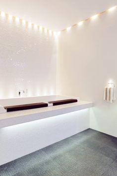 kylpyhuoneen laatat abl-laatat #harmaajavalkoinen #mosaiikki ##valkoinen #harmaa #metallinkiilto #kylpyhuone #laatat #abl #abllaatat #kylpy